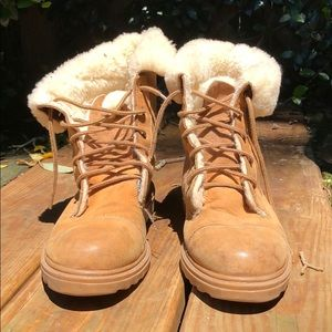 UGG abbey combat style boots GUC size US 9